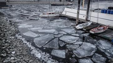 Eisschollen und Niedrigwasser